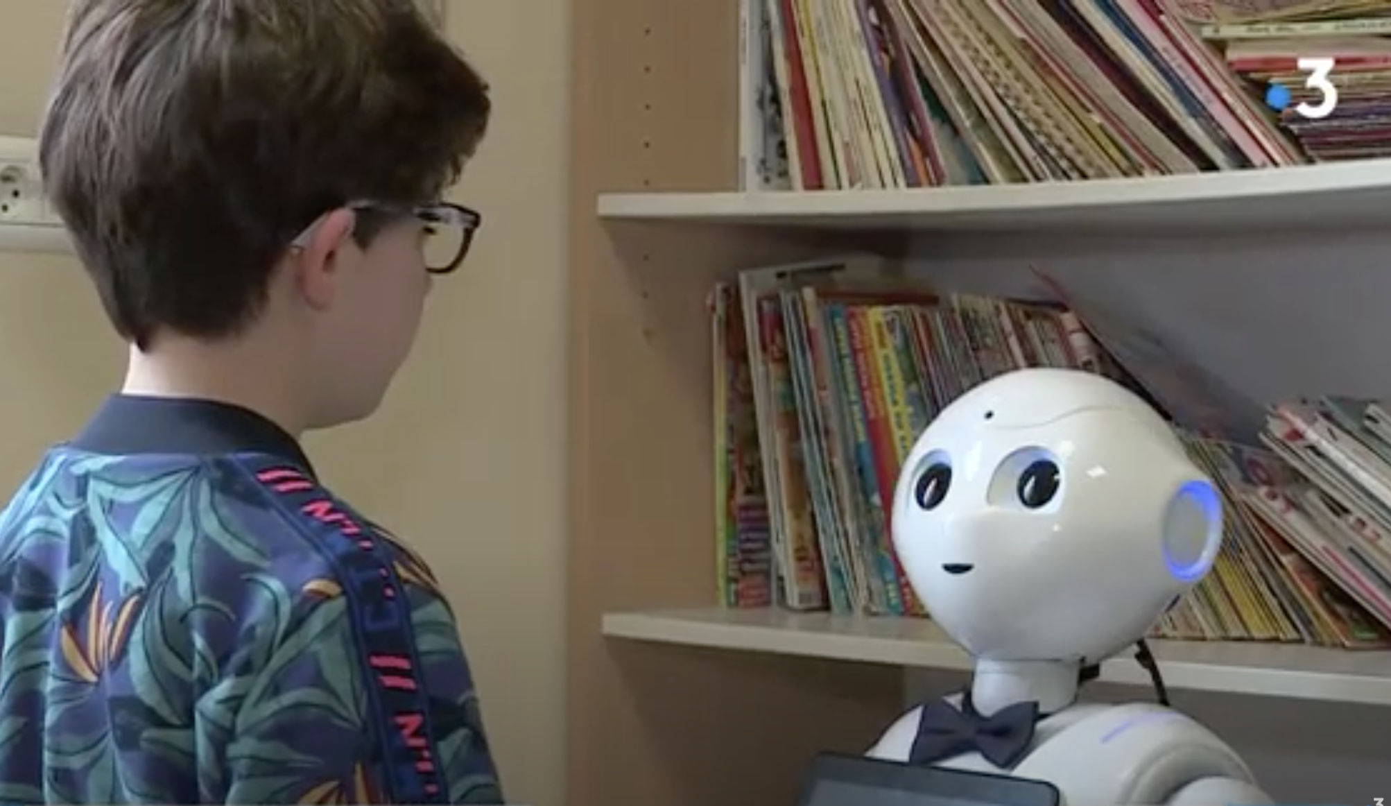 Un robot pour travailler la communication et les interactions sociales ?